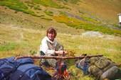 костёр на рододендронах под перевалом Дукка
